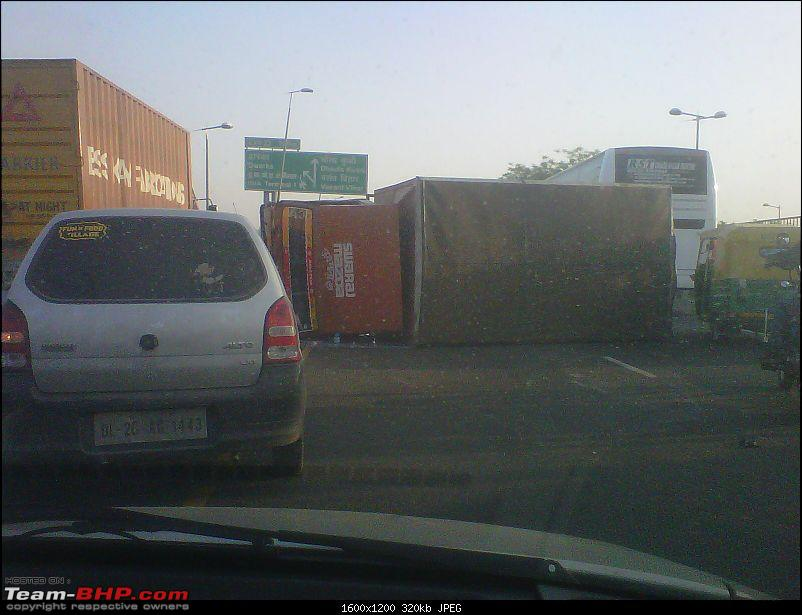 Pics: Accidents in India-img00002201104210648.jpg