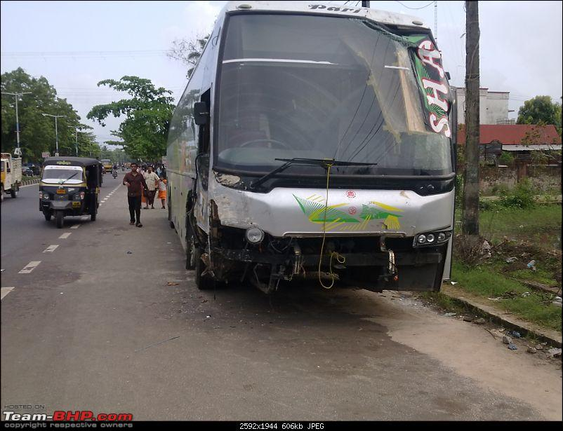 Pics: Accidents in India-18062011032.jpg