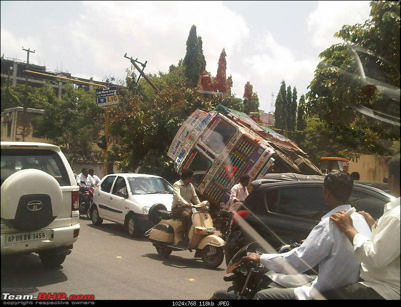 Pics: Accidents in India-img-20110912-00248.jpg