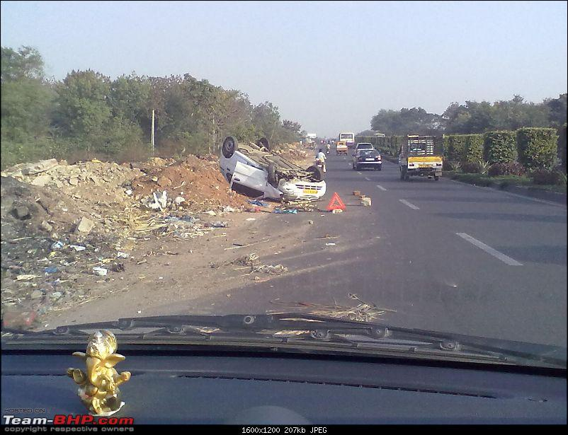 Pics: Accidents in India-10122011044.jpg