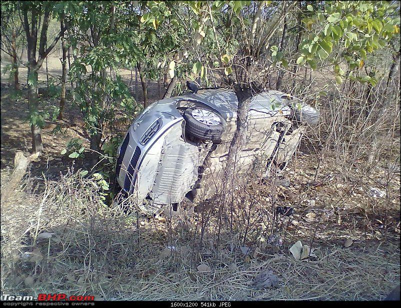 Pics: Accidents in India-21122011065.jpg