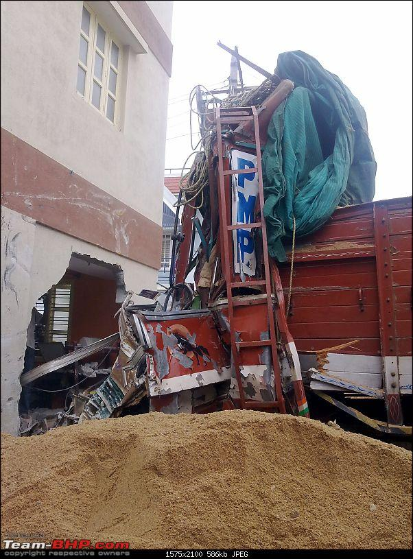 Pics: Accidents in India-lorry2.jpg
