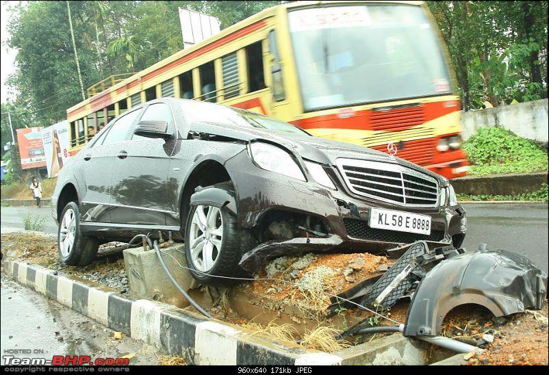 Pics: Accidents in India-merccrash1.jpg