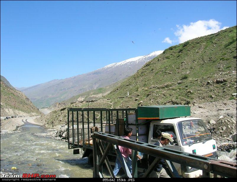 Delhi To Leh - Possible on a Ford Ikon ?-truck-stuck.jpg