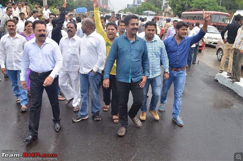 Mumbai Traffic-imageuploadedbyteambhp1406024121.099521.jpg