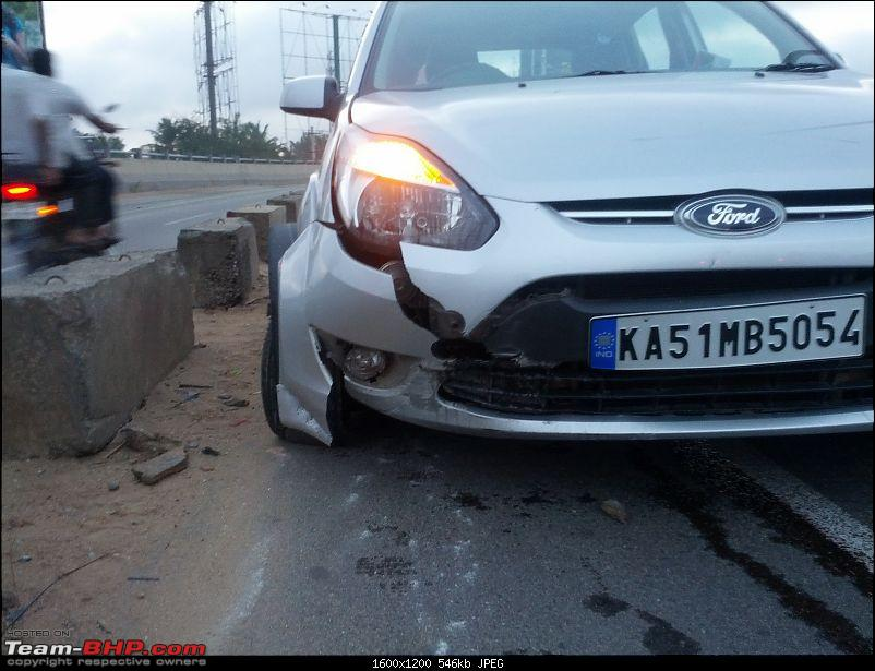 When road dividers crash into you for a change!-img_20140726_061131.jpg