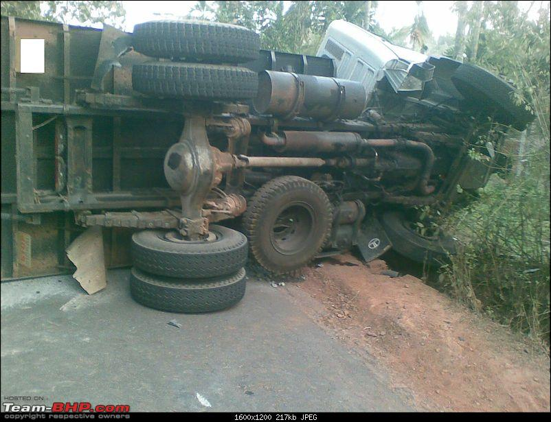 Pics: Accidents in India-21022009004.jpg