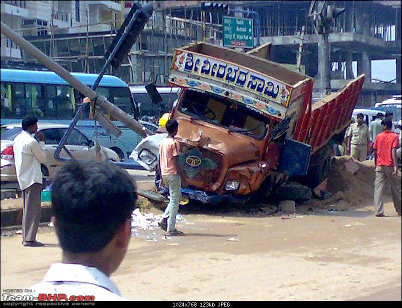 Bangalore outer ring road Kadubeesnahalli junction horrific crash 19 Aug 2009-clip_image003.jpg