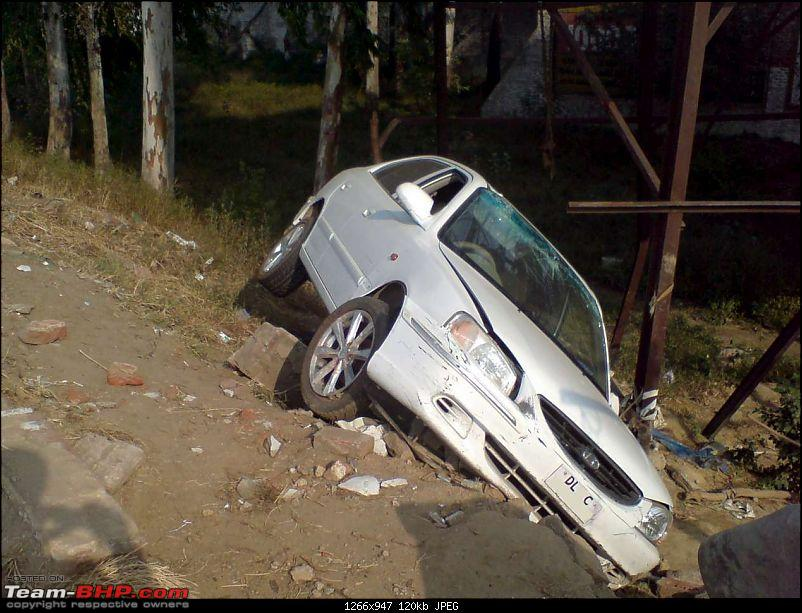 Pics: Accidents in India-crashed-accentk120.jpg