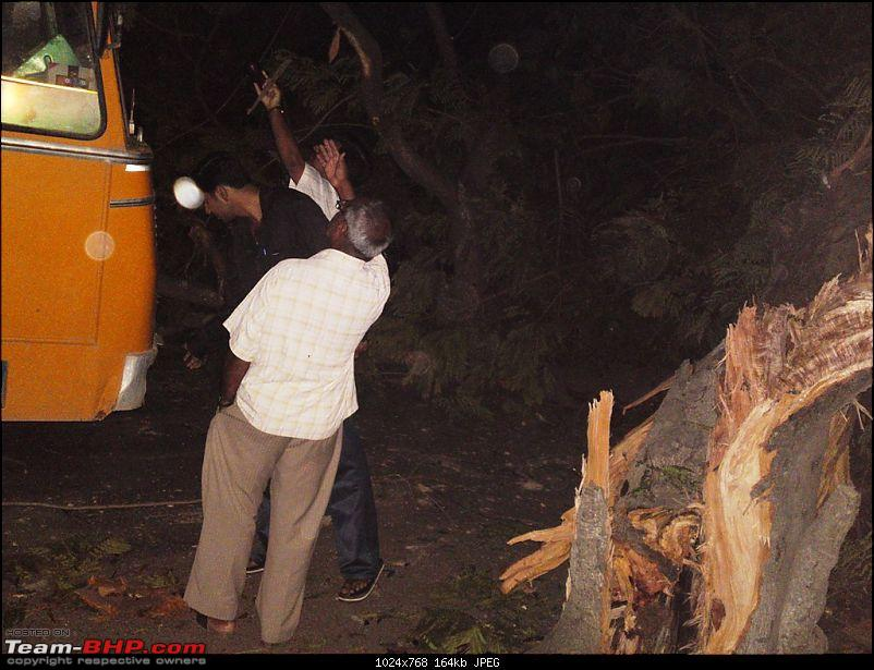 Pics: Accidents in India-29042010007.jpg
