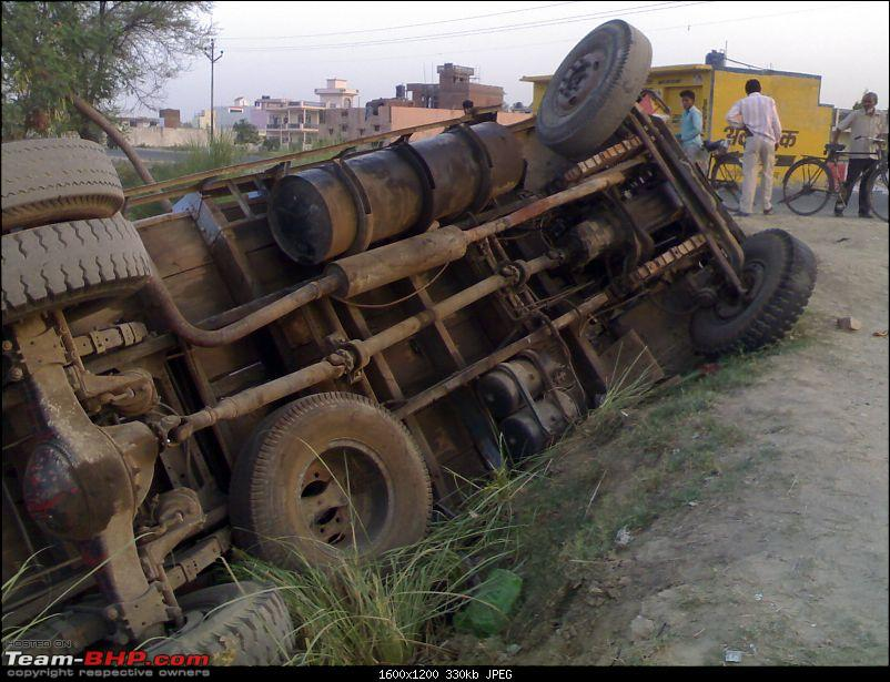 Pics: Accidents in India-truck.jpg