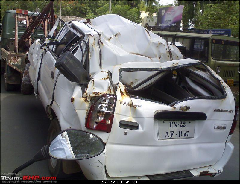 Pics: Accidents in India-tavera-acc.jpg