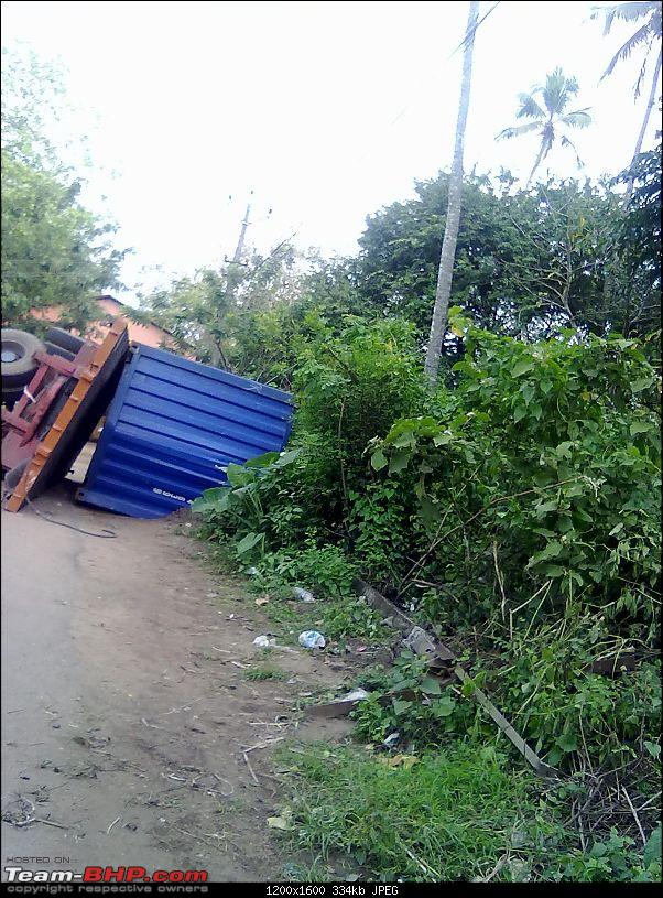 Pics: Accidents in India-06112011776.jpg