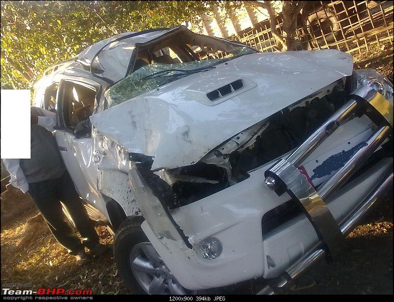 Toyota Fortuner crashes, Air bags did not deploy *EDIT* Another similar case Pg.7-271220111029-12.jpg