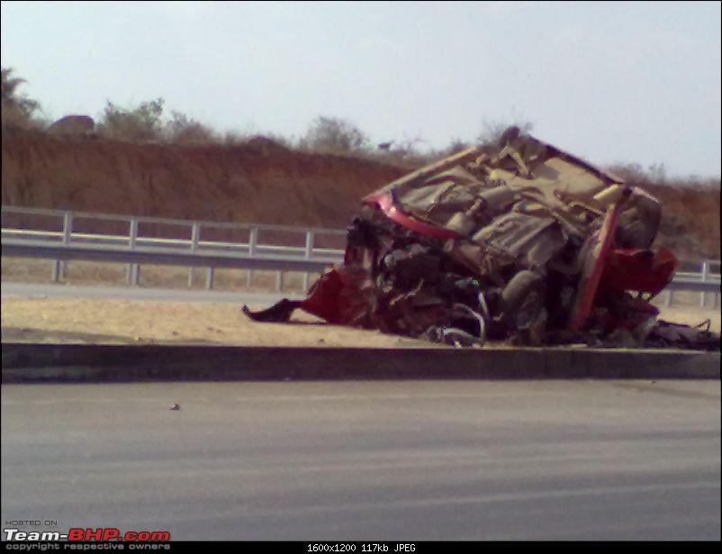 Pics: Accidents in India-14022012209.jpg