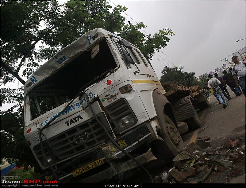 Pics: Accidents in India-24072012128.jpg