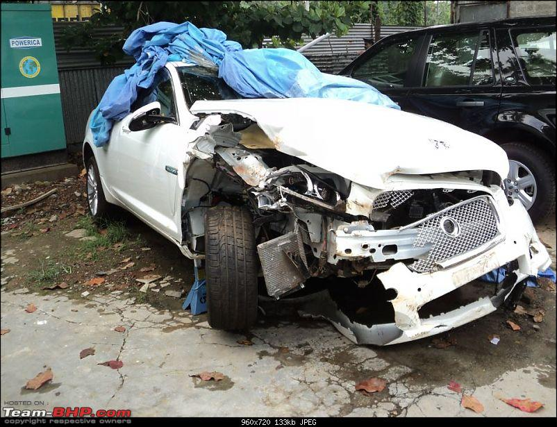 Supercar & Import Crashes in India-2012-jaguar-xf-diesel-accident-car-sale-1000km-only-.jpg