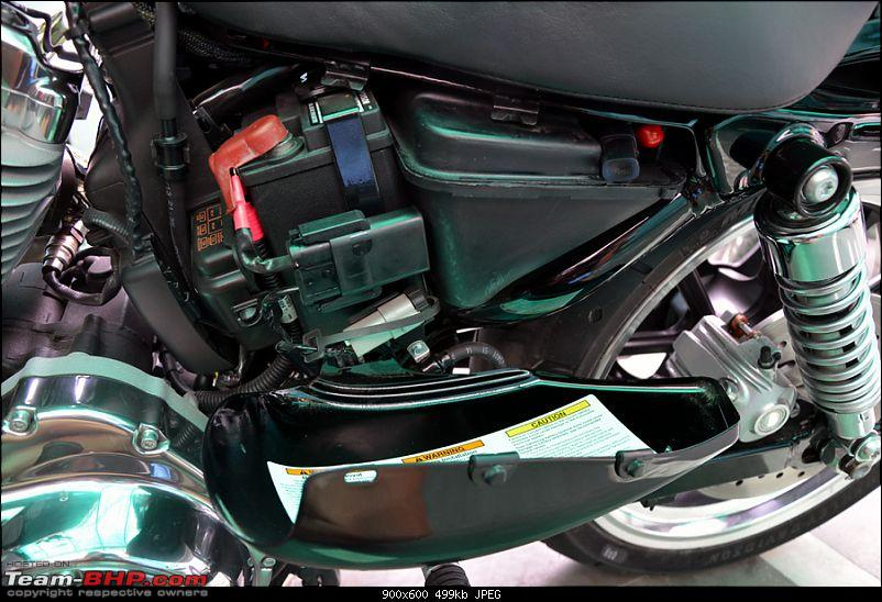 Harley Davidson Superlow XL883L - The Comprehensive Review-13_cover-left-battery-open.jpg
