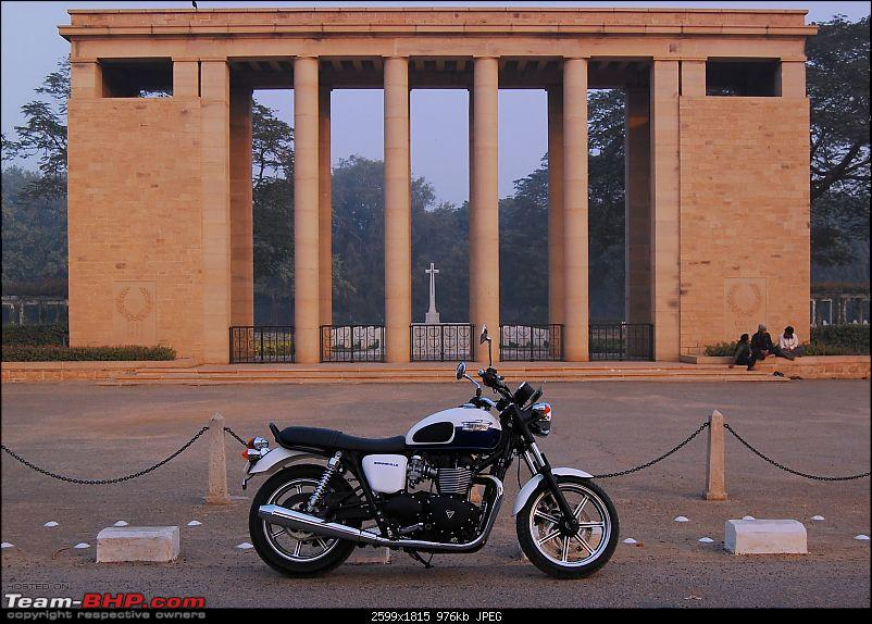 Triumph Bonneville - El Caballo Blanco rides home-delhi-war-cemetry.jpg