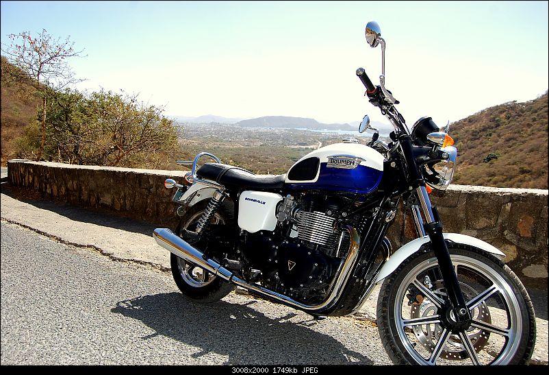 Triumph Bonneville - El Caballo Blanco rides home-sajjangarh-bike.jpg