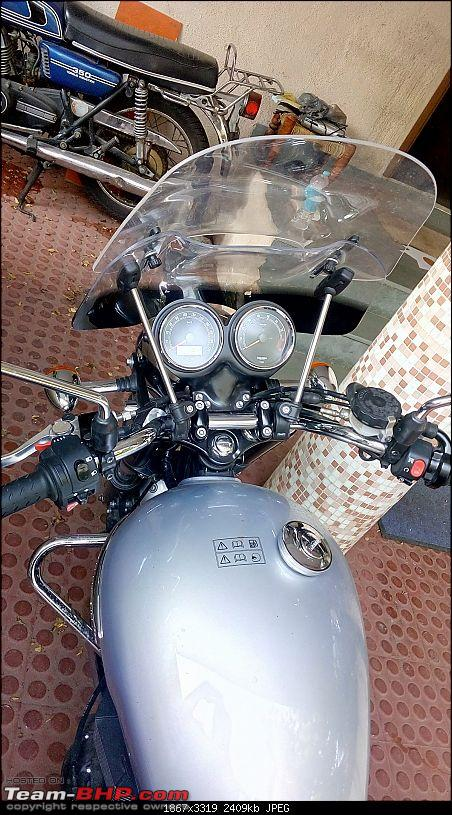 Choosing a windscreen for a motorcycle - Triumph Bonneville-windscreen-installaion-1st-quad-front-view.jpg