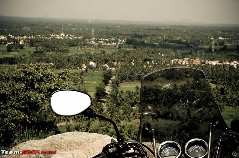 Choosing a windscreen for a motorcycle - Triumph Bonneville-1445368793939.jpg