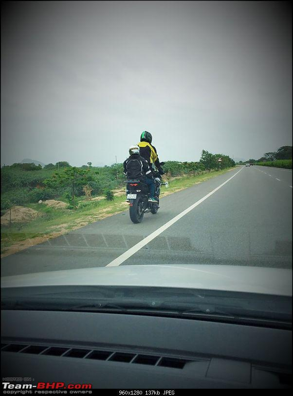 Kawasaki Versys 650:The good times with my 'Dark Knight' begin :Completes 20,000 kms !!!-footpeg.jpg