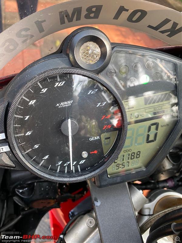Review: My Yamaha R1 (WGP 50th Anniversary Edition)-cockpit.jpeg