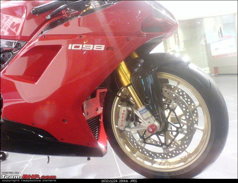Ducati opens Shop in Mumbai. EDIT: And now in Gurgaon-dsc00525.jpg