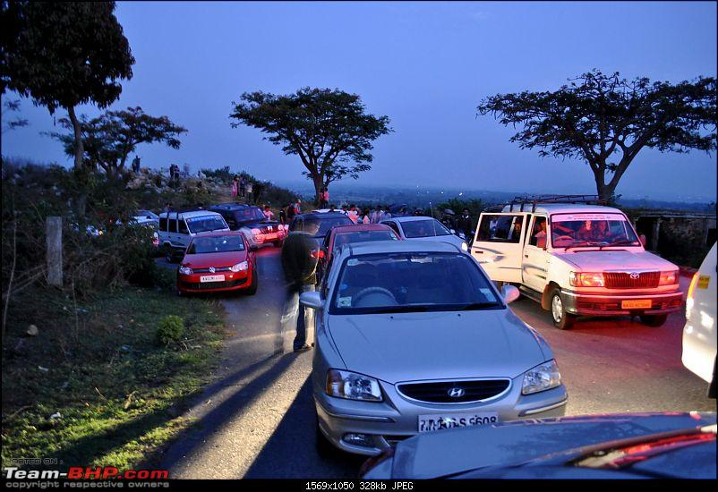 Trip Report : Bangalore Nandi Hills Drive 15-May-2011-waiting-2.jpg