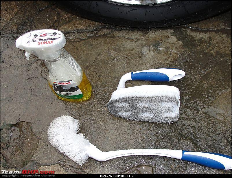 A superb Car cleaning, polishing & detailing guide-wheel-well-tyre-brush.jpg