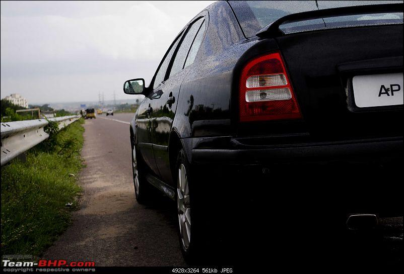 Another Skoda Octavia vRS evolving to be a 'Black Brute'-siderear.jpg