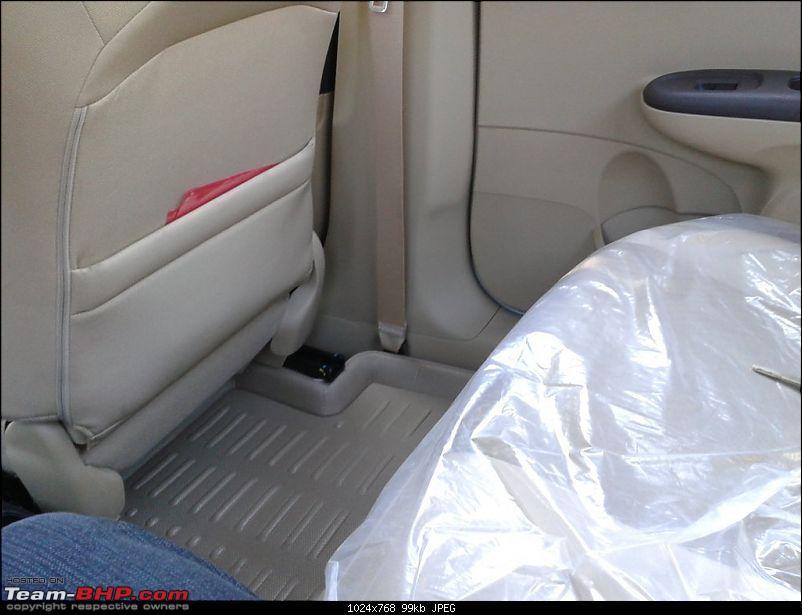 Unicorn - My White Honda Amaze VX i-DTEC-legspace.jpg