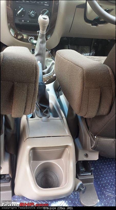 Gaining a new Vantage Point : My Mahindra Xylo H8 comes home-interior_between-front-seats_12v.jpg