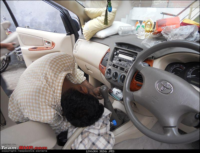 Toyota Innova: My Pre-worshipped Black Workhorse-electrician-removing-factory-fitted-2-din-system.jpg