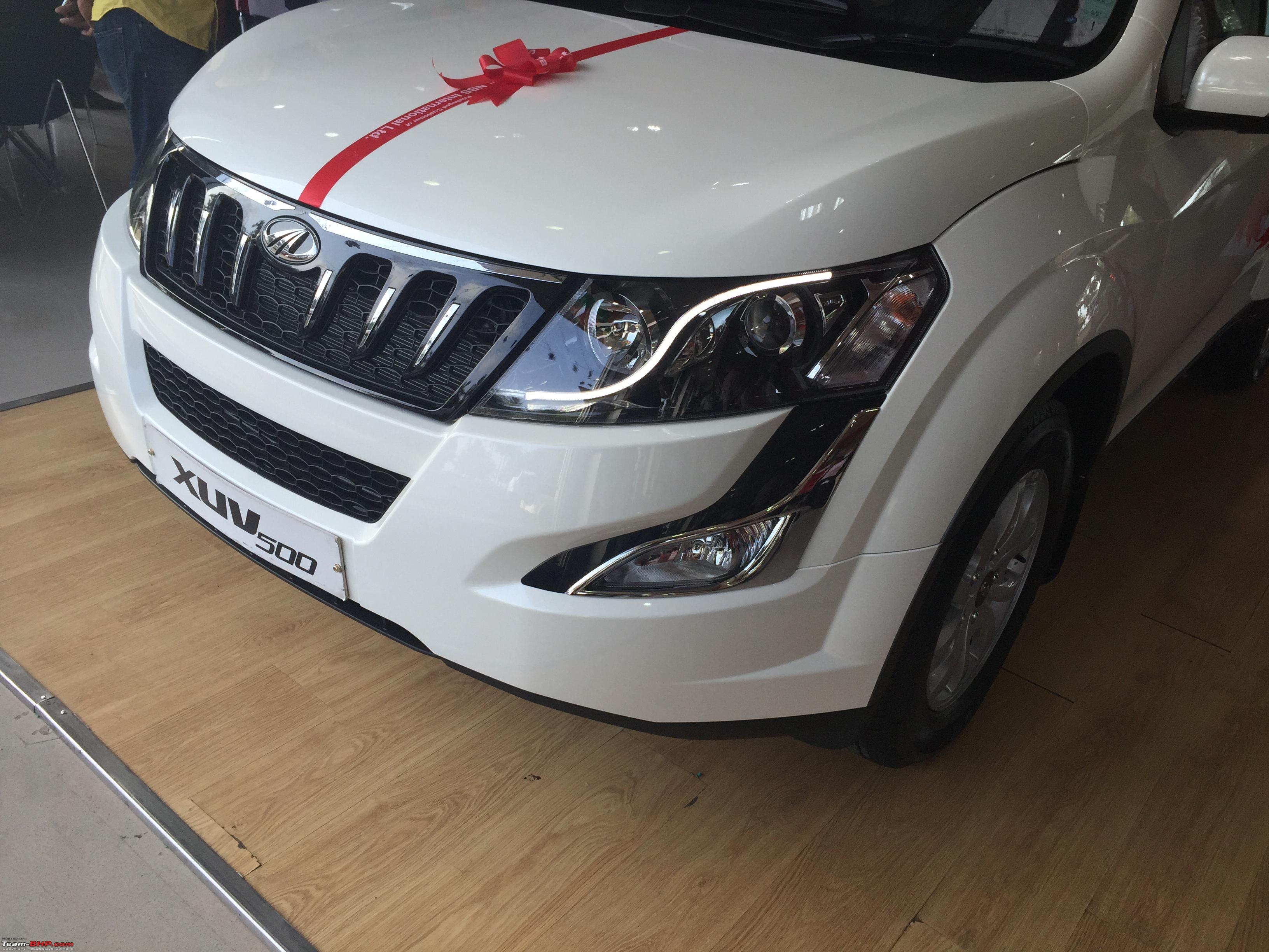 Mahindra xuv 500 images in red colour dress
