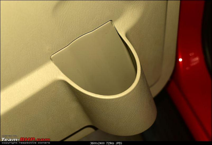 Raging Red Rover (R3) - My Mahindra Scorpio S10 4x4-drink-holder-middle-bench.jpg
