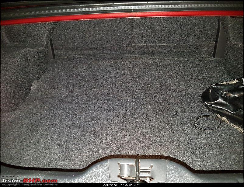 My pre-worshipped Ford Mustang 3.7L V6-boot-space.jpg