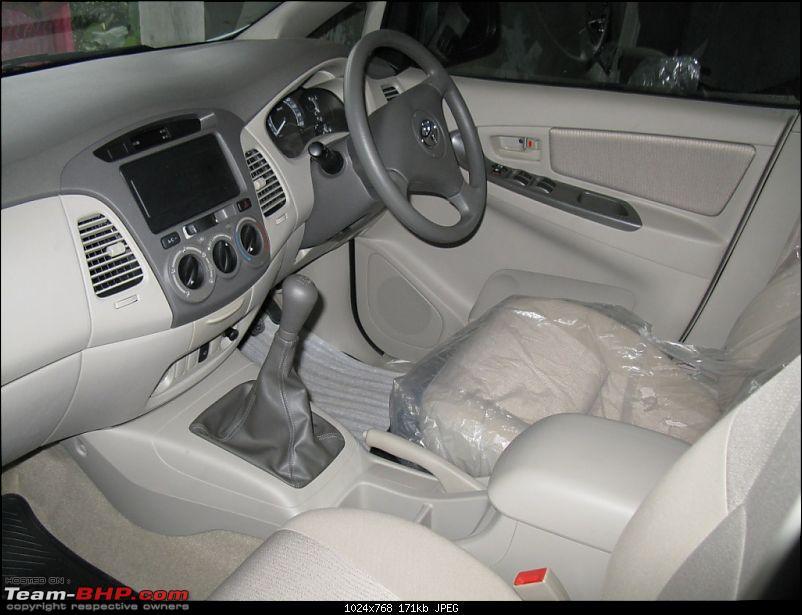 Booked Innova GX 8 seater super white-img_0280.jpg