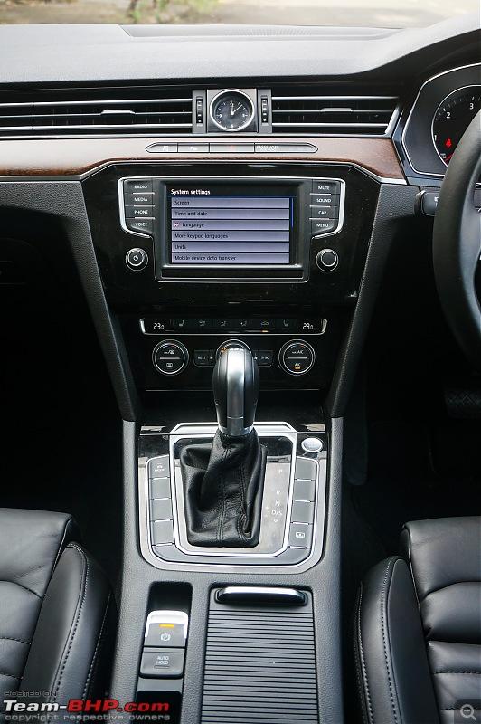 Driven: Volkswagen Passat-center-console.jpg