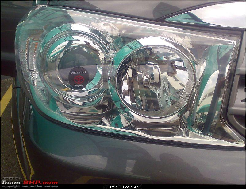 First Drive on the Fortuner EDIT : Launched @ 18.45 lakhs!-close-up-headlight.jpg