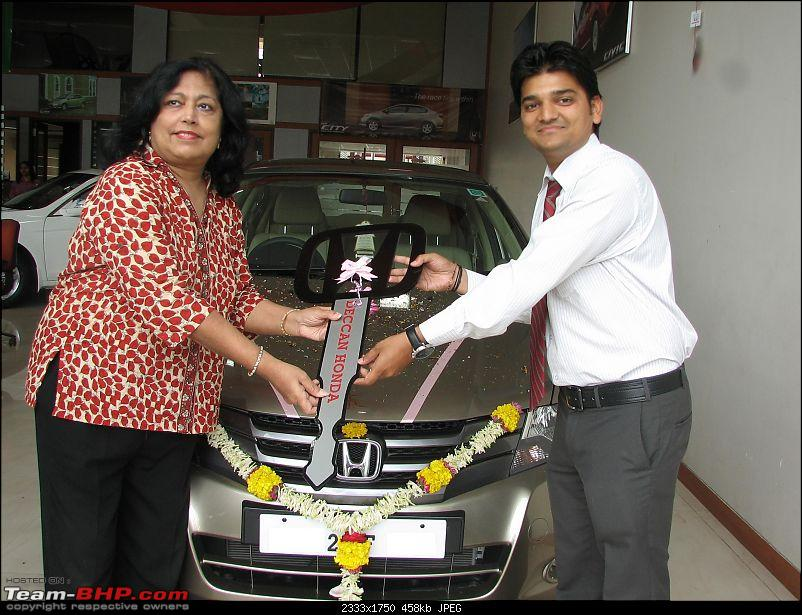 Honda Has Us Hooked! So ANHC Booked! An ownership report of the Honda City-handing-over-key.jpg