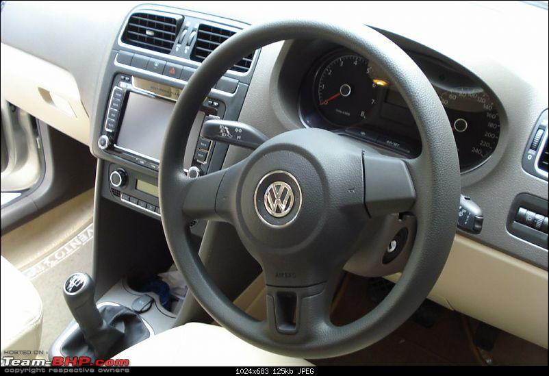 Ride the wind or party hard: My VW Vento and New Ford Fiesta take each other on!-22-vento-steering-wheel.jpg