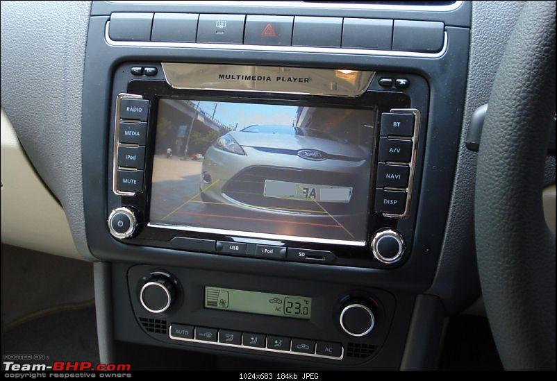 Ride the wind or party hard: My VW Vento and New Ford Fiesta take each other on!-25-vento-parking-camera-display-ice.jpg