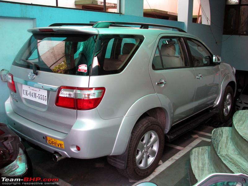 Name:  Superb and Fortuner4.JPG