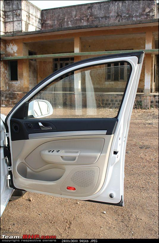 Skoda Laura TSI - The Bullet-door-lamp.jpg