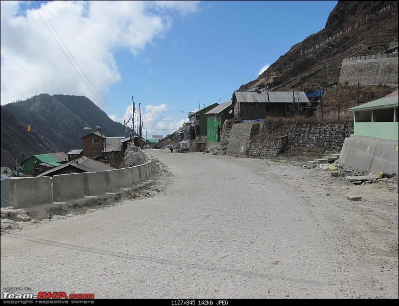 Icy Nathu-La-nathu-la-road.jpg