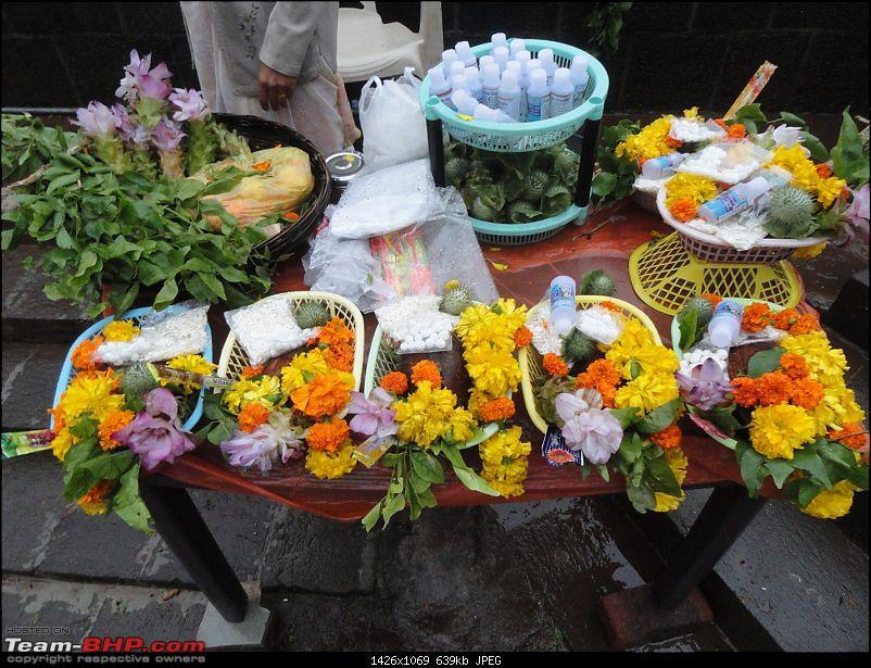 Bhimashankar – My first official Trek-74flowers-offerings-lord-shiva.jpg