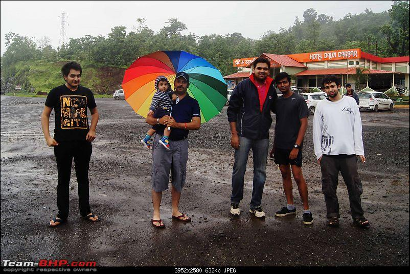 Rain, fog, waterfalls, a huge lake & 6 cars - The story of an EPIC drive!-gang.jpg