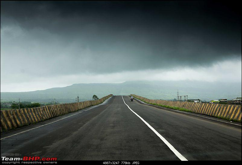Rain, fog, waterfalls, a huge lake & 6 cars - The story of an EPIC drive!-road1.jpg